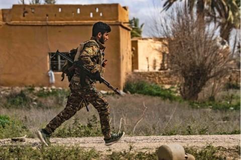 Militan ISIS Asal Inggris Menyerah ke Pasukan Dukungan AS