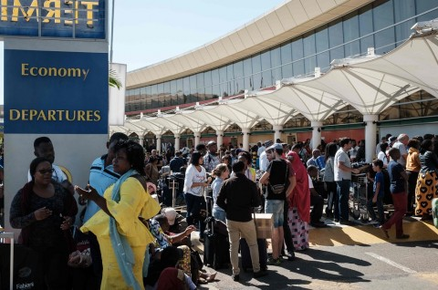 Ratusan Penumpang Telantar di Bandara Nairobi Kenya