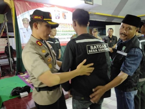 Kapolres Lumajang Kukuhkan 330 Satgas Keamanan Desa
