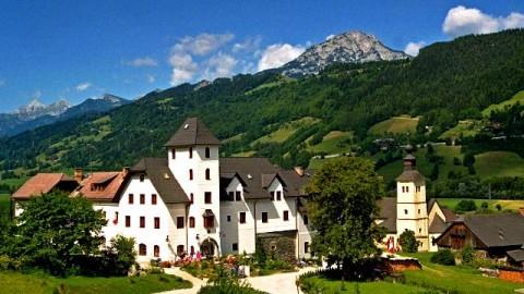 Menjelajahi Hotel Kastil di Eropa