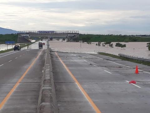 Hujan Terus Menerus, Tol Madiun Kebanjiran