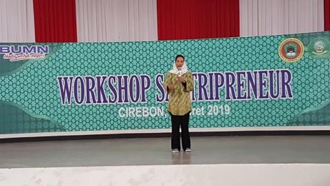 Rini Soemarno Pamer Pembangunan Tol ke Santri Cirebon