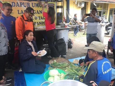 Pertamina Bantu Korban Banjir Bandung