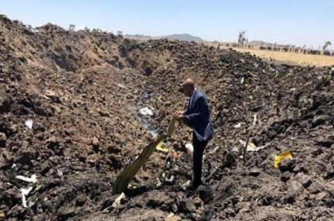 Turut Berduka, CEO Ethiopian Airlines Berdiri di Tengah Puing
