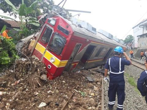 Proses Evakuasi KRL Anjlok Selesai Malam Ini