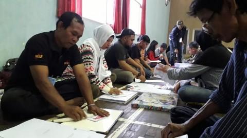KPU Bandung Mulai Sortir dan Lipat Surat Suara