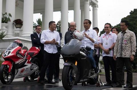 Bahas MotoGP Indonesia, Jokowi Tunggangi Motor MotoGP
