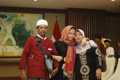 Suasana Haru Pertemuan Siti Aisyah dan Keluarga