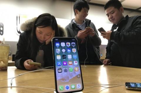 Penjualan Ponsel Tiongkok Turun Drastis