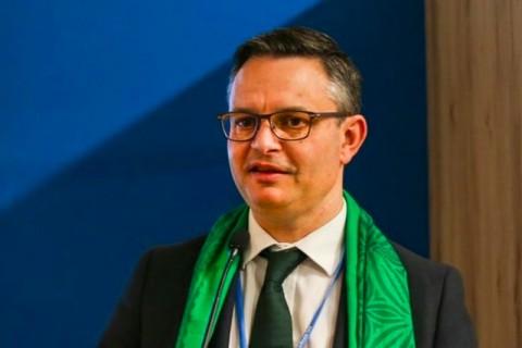 Menteri Perubahan Iklim Selandia Baru Diserang di Tengah Jalan