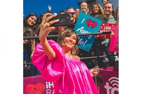Agnez Mo Raih Penghargaan iHeartRadio Music Awards 2019