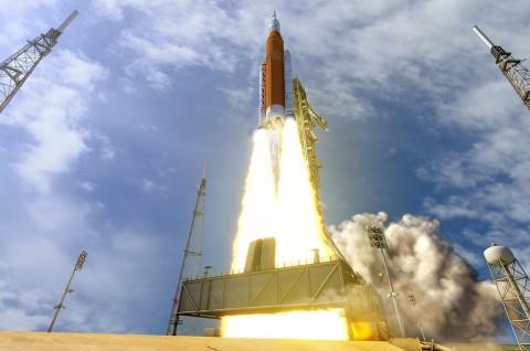 NASA Tunda Peluncuran Roket Terbesar di Dunia
