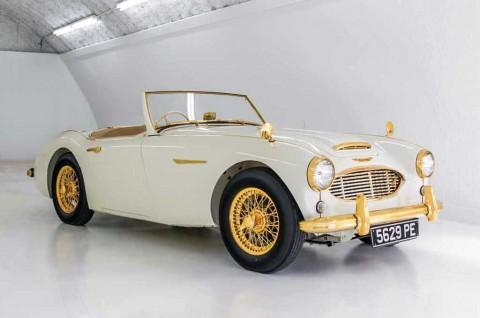 Jangan Anggap Enteng, Mobil Klasik ini Bertabur Emas 24 Karat