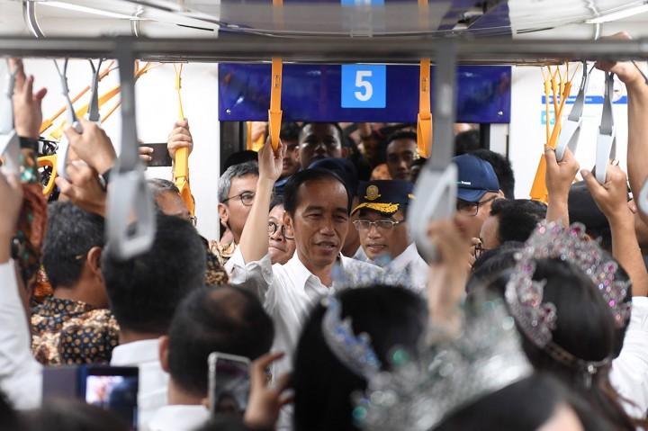 Momen Jokowi Jajal MRT Jakarta