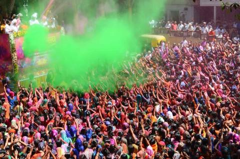 Warna-warni Festival Holi di India
