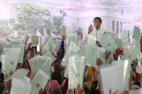 Jokowi Bagikan 5.000 Sertifikat Tanah ke Warga Bogor