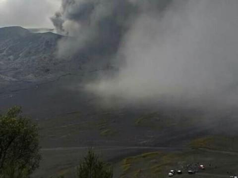 Sejumlah Daerah Jatim Hujan Abu Erupsi Gunung Bromo