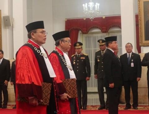 Presiden Saksikan Pengambilan Sumpah Dua Hakim Konstitusi