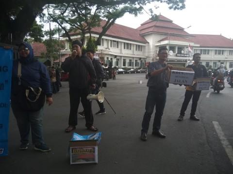 Masyarakat Malang Galang Koin untuk Protes Jalan Rusak