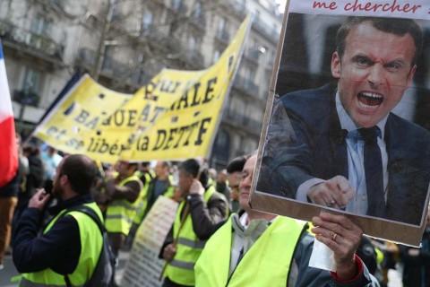 8.300 Massa Rompi Kuning Kembali Berdemo di Prancis
