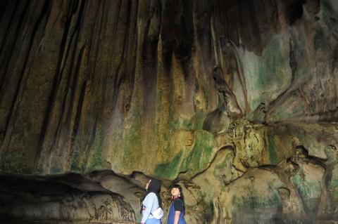 Melihat Keindahan Gua Batu Kapal Sumatera Barat