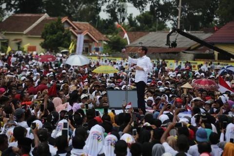 Jokowi Gaungkan Kartu Sakti di Hadapan Warga Banten