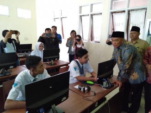 Mendikbud Sidak UNBK SMK Hari Kedua di Malang