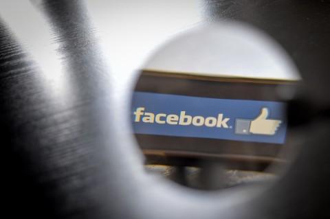 Facebook Hapus 2 Ribu Grup dan Akun Palsu