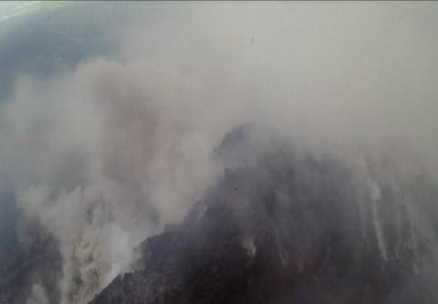 Gunung Merapi Kembali Muntahkan Awan Panas