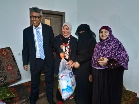 Pengungsi Suriah Terima Bantuan Sembako dari Indonesia