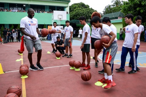 Siswa SMA Jakarta Dilatih Juara Slam Dunk NBA