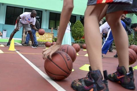 Legenda NBA Jason Richardson Beri Pelatihan di SMA Jakarta