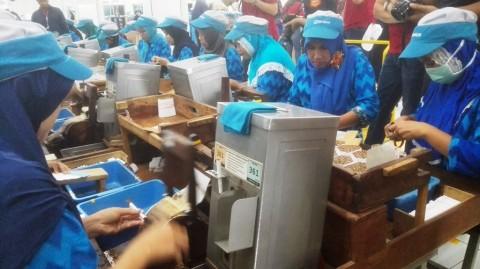 Pekerja Linting SKT Sumbang Penerimaan Cukai Rp153 Triliun