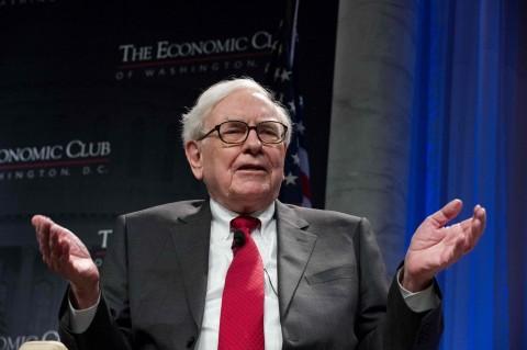 Jadi Pemegang Saham Apple, Warren Buffett Hanya Pakai Ponsel Murah Samsung