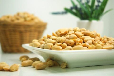 Ternyata Kacang dan Makanan Pedas Enggak Bikin Jerawatan