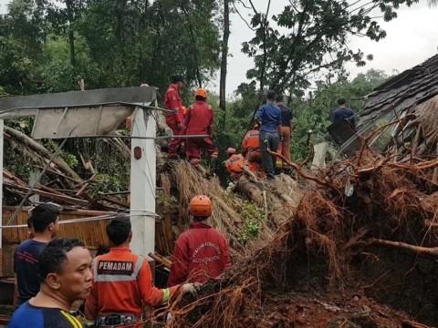 Cuaca Buruk di Depok, Satu Tewas Kantor Camat Ambruk