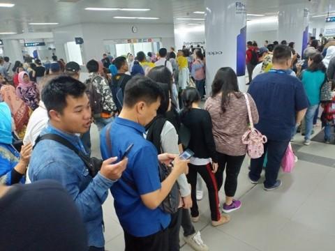 Operasional MRT di Hari Pertama Tak Optimal