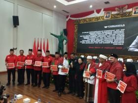 PDI Perjuangan Bagikan Kartu Anggota ke Habib dan Purnawirawan