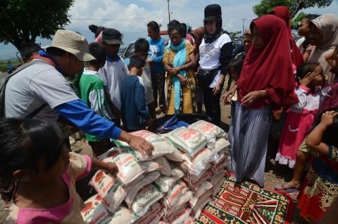 Distribusi Sembako Korban Gempa Sumenep Tertunda