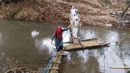 Jembatan Menuju Sekolah Putus Diterjang Banjir