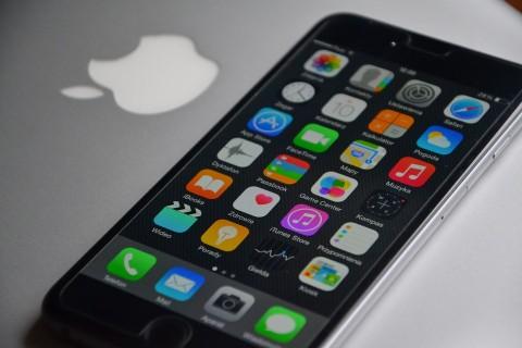 Dua Mahasiswa Tipu Apple Pakai iPhone Palsu