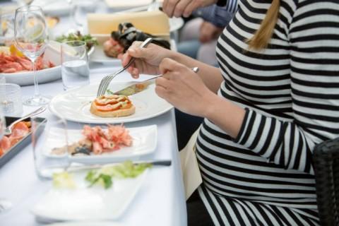 Mitos Makan Seafood bagi Ibu Hamil