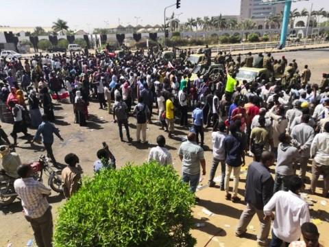 Lima Tewas dalam Protes Menuntut Presiden Sudan Mundur