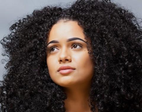 Empat Cara Mengelola Rambut Keriting