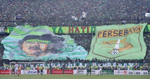 Bonek Kritik Kinerja Dua Pesepak Bola Persebaya Surabaya