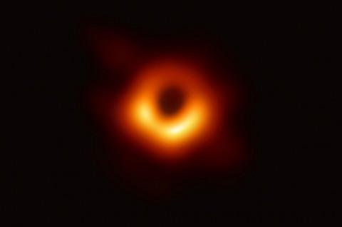 Pertama Kalinya, Black Hole Berhasil Dipotret