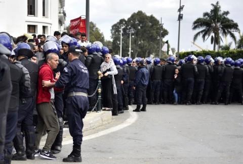 Aljazair Umumkan Pemilu Akibat Tekanan Protes