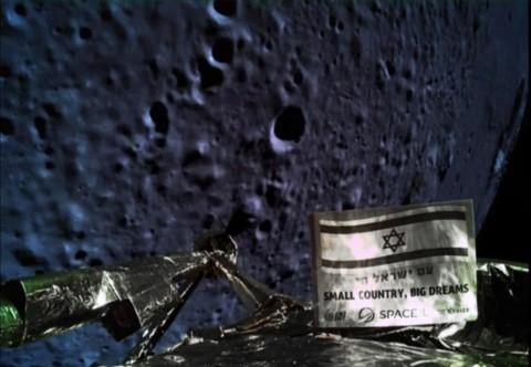 Pesawat Luar Angkasa Israel Terjatuh Saat Mendarat di Bulan