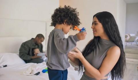 Kim Kardashian Pamer Liburan Bareng Suami di Bali