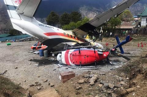 Pesawat Tabrak 2 Helikopter di Everest, 3 Tewas